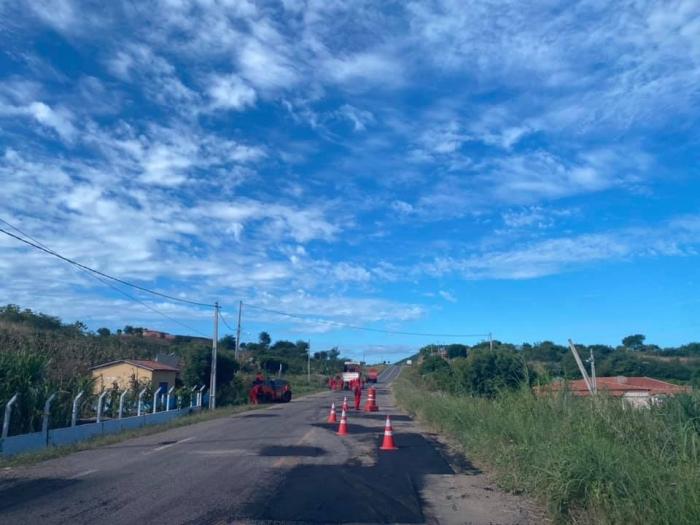 Restauração da Rodovia Pe. Cícero: Caririaçú/Lavras da Mangabeira é atendida pelo Governo do Estado