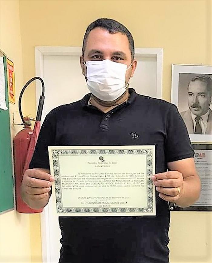 Ronaldo da Madeireira recebe diploma da Justiça Eleitoral